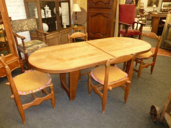 Овальный стол и четыре стула 'Гильерме и Шамброн,