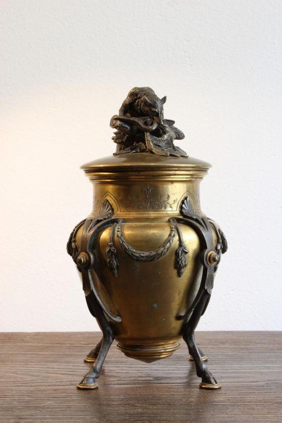 Бронзовая ваза с крышкой, XIX в.