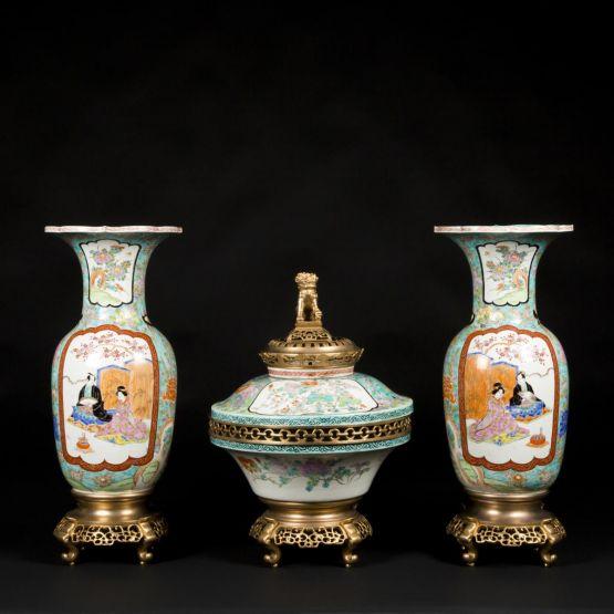 Фарфоровые вазы и курильница. Япония, конец XIX в.