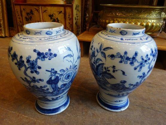 Две фарфоровые вазы в китайском стиле. Делфт, XVII