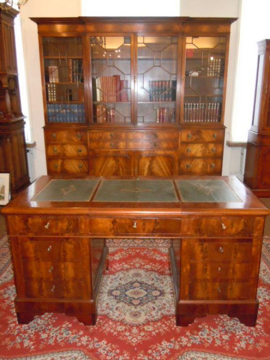 Книжный шкаф и секретер-письменный стол