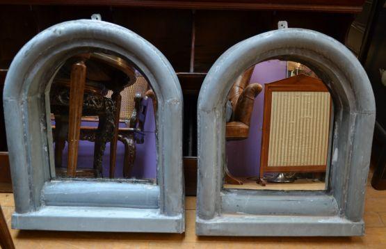 Два полуовальных зеркала