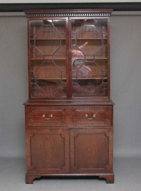 Книжный шкаф-бюро из красного дерева, XVIII век