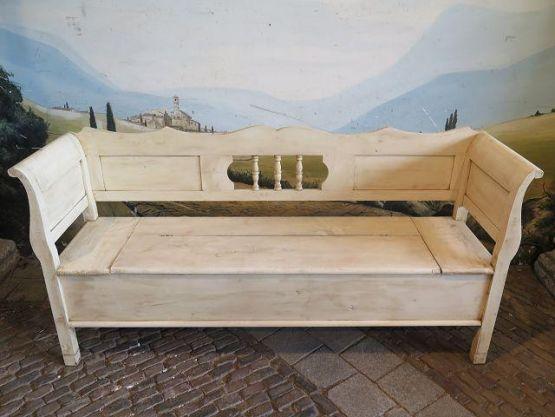 Деревянная скамья-ларь