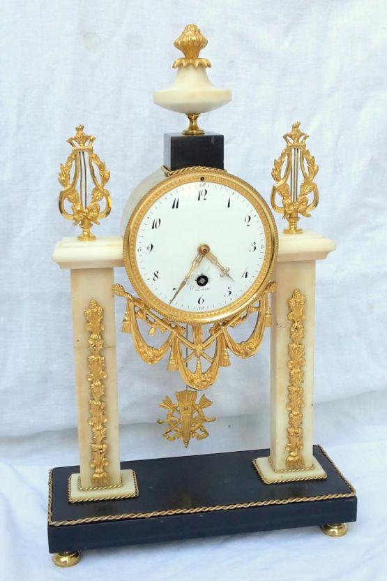 Часы-портик из каррарского мрамора, XVIII в.