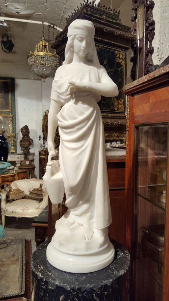 Статуя 'Девушка с кувшином' из каррарского мрамора