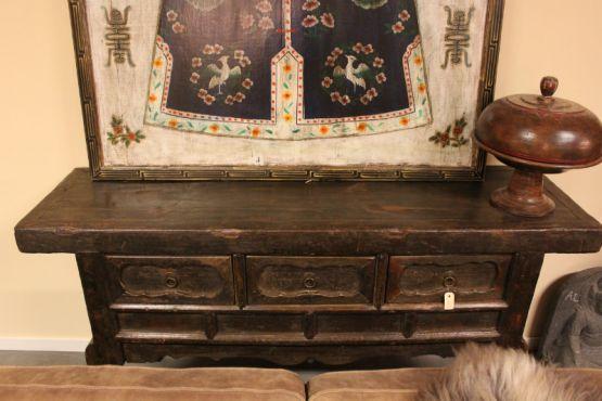Старинный стол, покрытый красивой патиной, Китай