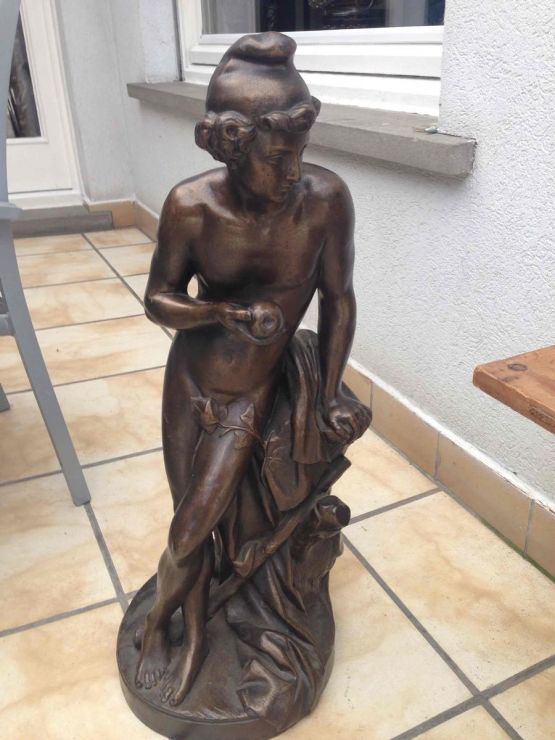 Чугунная садовая статуя