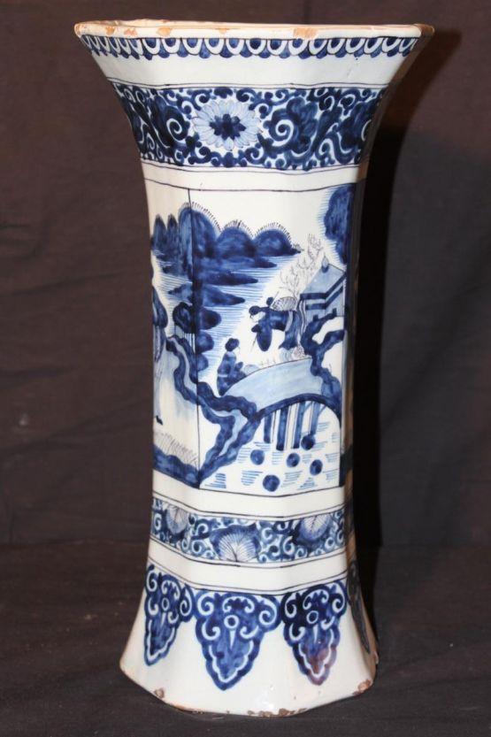 Восьмиугольная ваза из делфтского фаянса, XVIII в.