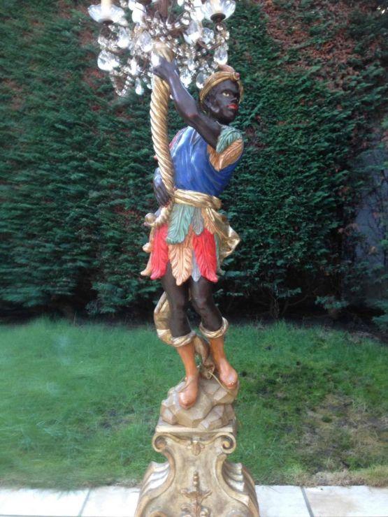 Деревянные статуи-лампы