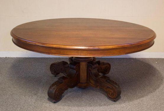 Круглый обеденный стол из ореха, XIX в.