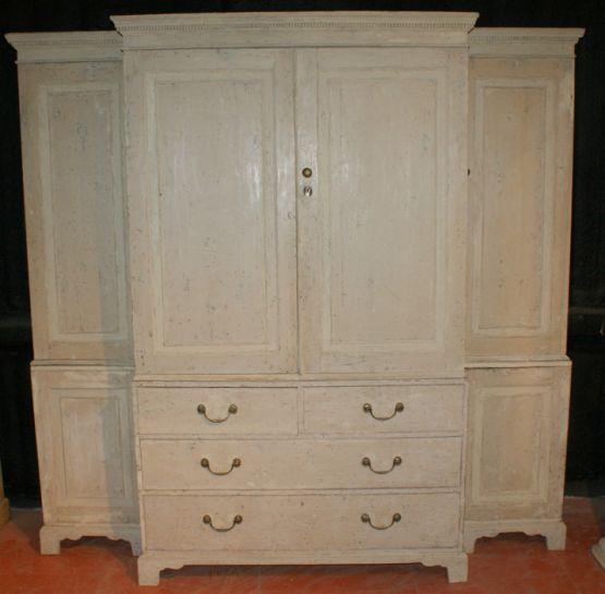 Шкаф для хранения белья, XIX века