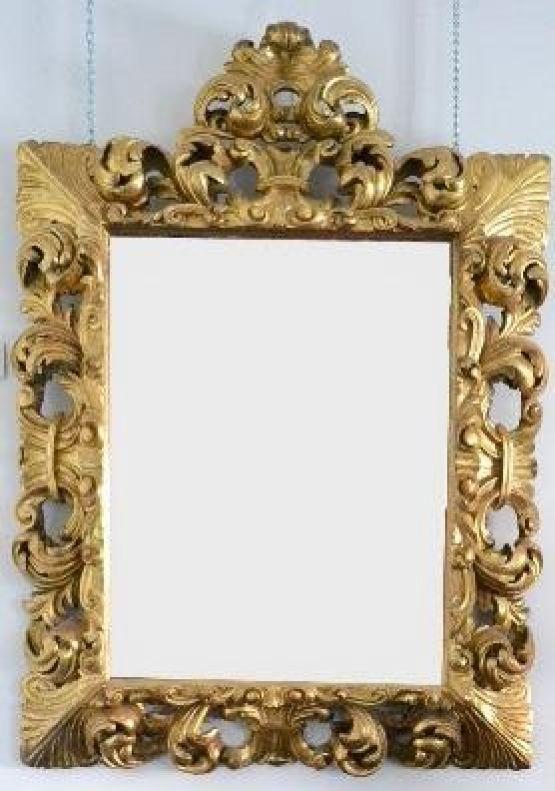 Зеркало в резной раме с позолотой